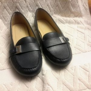 🎁Michael Kors navy leather  loafers-NWOT